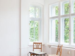 Komplettsanierung einer 2-Zimmer-Altbauwohnung in Berlin-Charlottenburg Holzeco GmbH   Haus- & Wohnungssanierung   Komplettsanierung von A - Z Klassische Wohnzimmer