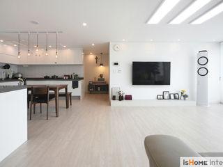 이즈홈 Rustic style living room