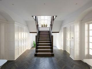 Heath House Patalab Architecture Pasillos, vestíbulos y escaleras de estilo moderno Madera maciza Blanco