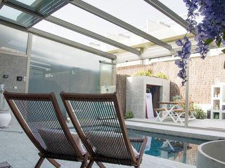 Cerramiento de techo móvil y cortina de cristal en Móstoles Fraimar Aluminios S.L. Balcones y terrazas de estilo moderno Aluminio/Cinc