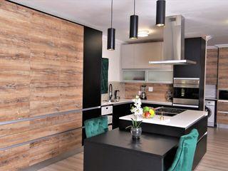 Motama Interiors and Exteriors Cozinhas embutidas Derivados de madeira Preto