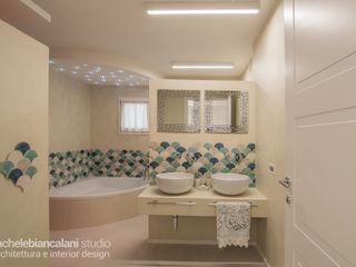 Rachele Biancalani Studio Baños de estilo mediterráneo