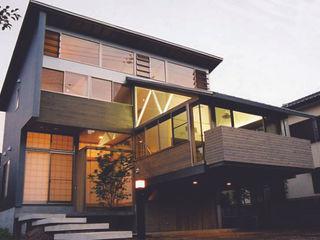 原 空間工作所 HARA Urban Space Factory Moderne Häuser Holz Braun