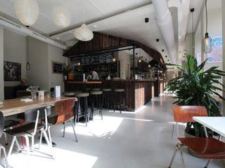 PU Mix gietvloer in delicatessenwinkel en restaurant Franks Smoke House in Amsterdam Oost Motion Gietvloeren Moderne kantoor- & winkelruimten Kunststof Grijs