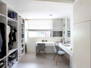 築一國際室內裝修有限公司 Closets de estilo moderno