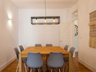 Traço Magenta - Design de Interiores Salle à mangerAccessoires & décorations Effet bois