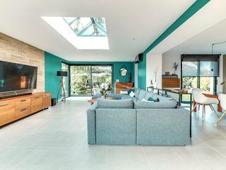 Une extension d'architecte aménagée et décorée ATDECO Salon moderne Vert