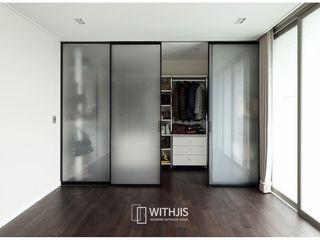 WITHJIS(위드지스) Closets modernos Alumínio/Zinco Preto