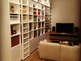 DUOLAB Progettazione e sviluppo リビングルーム棚 木 白色