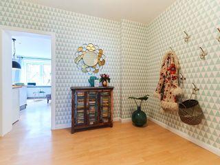 Tschangizian Home Staging & Redesign Koridor & Tangga Gaya Eklektik