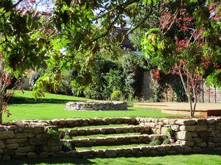 Modern native landscape design large family garden MyLandscapes Garden Design 컨트리스타일 정원