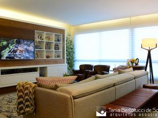 Residência Passo da Pátria Tania Bertolucci de Souza   Arquitetos Associados Salas de estar modernas