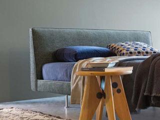 Individuelle Betten von Koos Interior Design Andras Koos Architectural Interior Design SchlafzimmerBetten und Kopfteile
