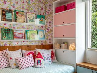 Raquel Junqueira Arquitetura Moderne Kinderzimmer Holz Pink