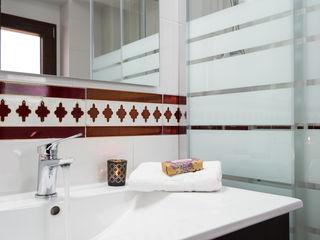 Home & Haus   Home Staging & Fotografía حمام White