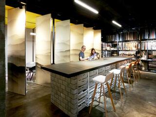 RSDS Architects Ruang Komersial Gaya Industrial