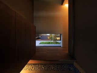 川添純一郎建築設計事務所 Pasillos, vestíbulos y escaleras modernos
