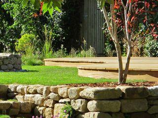Large garden ideas MyLandscapes Garden Design 모던스타일 정원
