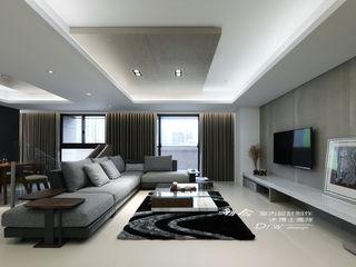 冷暖沉靜 休閒況味度假宅邸 木博士團隊/動念室內設計制作 现代客厅設計點子、靈感 & 圖片