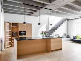 Corneille Uedingslohmann Architekten Salones de estilo moderno Blanco