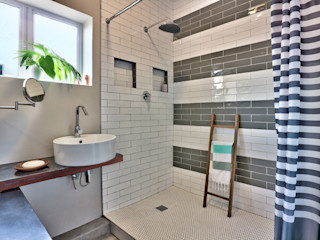 Devonshire Hills Studio Do Cabo Modern bathroom