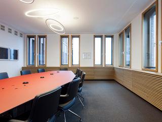 IONDESIGN GmbH Офісні будівлі Червоний