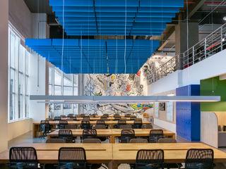 Spazhio Croce Interiores Espaces commerciaux modernes Multicolore