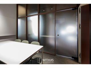 WITHJIS(위드지스) Lojas e Espaços comerciais modernos Alumínio/Zinco Transparente