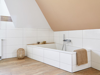 Erdtöne in Kombination mit Holzoptik Banovo GmbH Moderne Badezimmer Holz-Kunststoff-Verbund