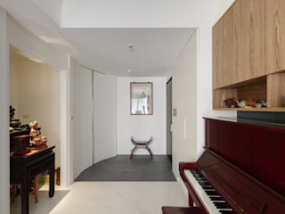 直方設計有限公司 Ingresso, Corridoio & Scale in stile moderno