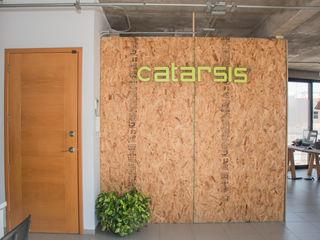 Constructora e Inmobiliaria Catarsis Oficinas y Tiendas Aglomerado Acabado en madera
