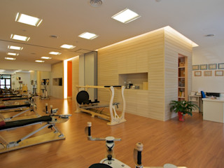Daniele Arcomano Modern offices & stores Wood Wood effect