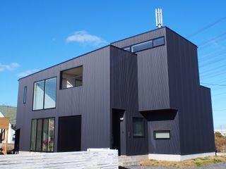 中庭の家 RAI一級建築士事務所 一戸建て住宅 金属 黒色