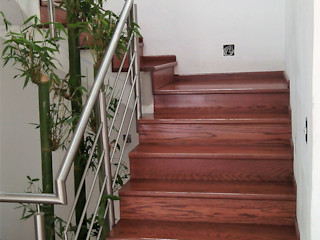Maderaje Arquitectónico, S. A. de C.V. Corridor, hallway & stairs Stairs