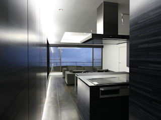 熱海のヴィラ|伊豆山に建つリゾートマンションのリノベーション TAPO 富岡建築計画事務所 モダンデザインの ダイニング 金属 黒色