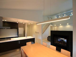 homify Modern dining room Wood White
