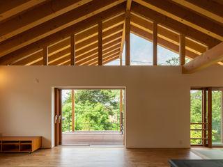伊東亮一建築設計事務所 Eclectic style balcony, veranda & terrace Wood