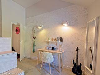 Rénovation d'une maison atypique ATDECO Chambre originale Beige