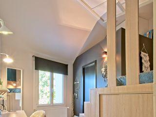 Rénovation d'une maison atypique ATDECO Chambre originale Bois Beige