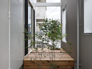 karasaki house ALTS DESIGN OFFICE ラスティックな 庭