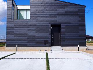 大屋根の家 RAI一級建築士事務所 木造住宅 金属 黒色