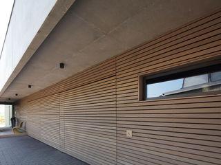 Wohnhaus W Architekturbüro zwo P Mehrfamilienhaus Holz Braun