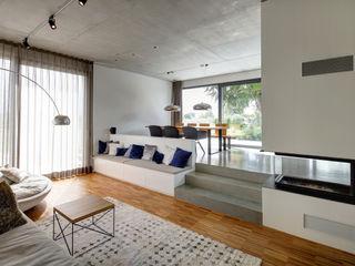 Wohnhaus W Architekturbüro zwo P Minimalistische Wohnzimmer Beton Mehrfarbig