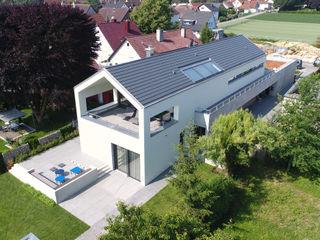 Wohnhaus W Architekturbüro zwo P Mehrfamilienhaus Beton Weiß