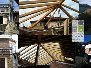 ASTORGA Y GARCÍA, ESTUDIO DE ARQUITECTURA Hipped roof Wood Red