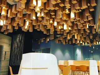 Studio Gritt Complesso d'uffici in stile eclettico Legno massello Effetto legno