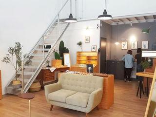 XY DESIGN - XY 設計 Офісні приміщення та магазини Дерев'яні