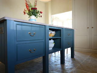 The Old School House Willow Tree Interiors Dapur built in Kayu Blue