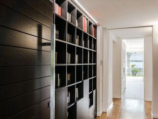 Ignazio Buscio Architetto Modern corridor, hallway & stairs