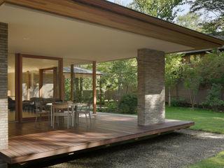 atelier137 ARCHITECTURAL DESIGN OFFICE Modern balcony, veranda & terrace Tiles Wood effect